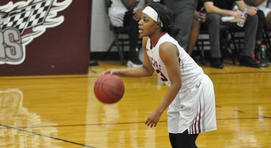 Keundra Cox added 11 points off the bench. (Photo by Juan Gonzalez)